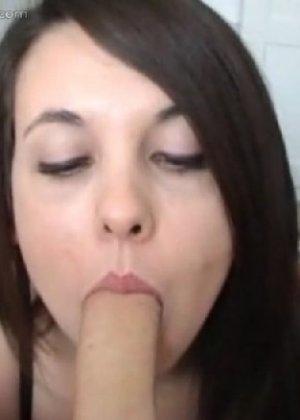 Ханна отлично делает минет и быстро добивается желаемого результата – мужчина брызгает спермой - фото 6