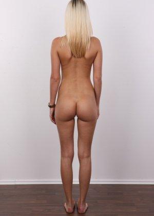 Милая блондинка позирует абсолютно обнаженной - фото 12- фото 12- фото 12