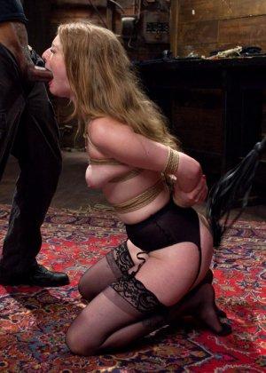 Ела Дарлинг с удовольствием принимает наказание от рук опытного Мики Мода и его ненасытного друга - фото 14- фото 14- фото 14