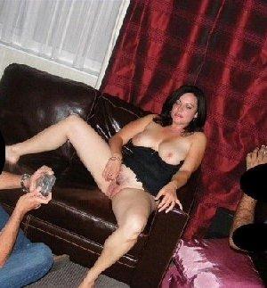 Грязная сучка обожает, когда ей кончают на лицо, и дожидается, пока ее всё лицо оказывается в сперме - фото 29
