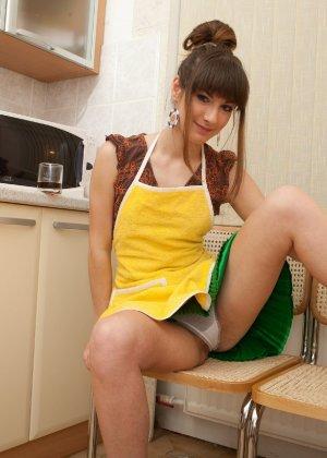 Наташа Китхен так устала готовить, что решила немного развлечься, сняв с себя всю одежду - фото 58