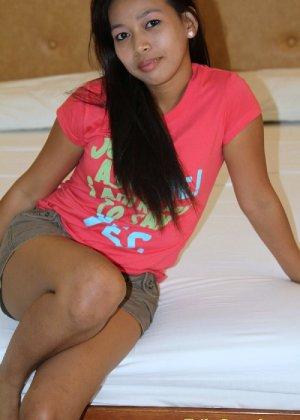 Молодая филиппинка показывает свое молодое тело, не стесняясь оголять даже самые откровенные зоны - фото 2