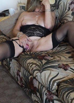 Женщина в возрасте и пышном теле очень хочет секса, поэтому пользуется разными секс-игрушками - фото 19