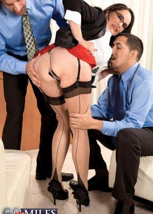 Рите Дэниэлс захотелось секса на работе - фото 4