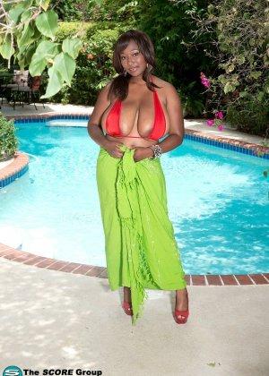Мария Леоне – темнокожая пышечка, которая не прочь поделиться своими эффектными снимками со всеми - фото 10