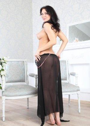 Галина умеючи преподносит свое тело, принимая различные позы - фото 18- фото 18- фото 18