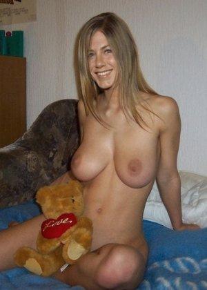 Дженнифер Энистон тоже весьма похотливая штучка, ей очень нравится давать в задницу, и получать кончу в рот - фото 6