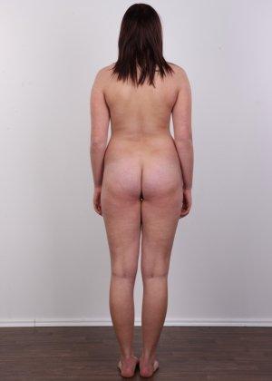 Натуральные красивые дойки телочки даже не нуждаются в поддержке лифчика, они и так великолепны - фото 8