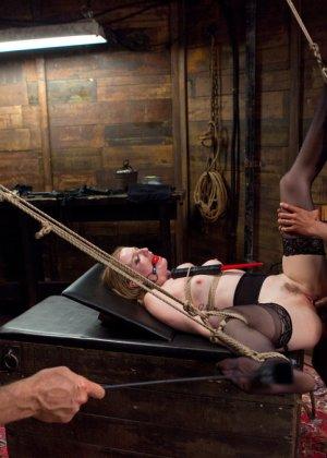 Ела Дарлинг с удовольствием принимает наказание от рук опытного Мики Мода и его ненасытного друга - фото 18- фото 18- фото 18