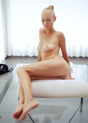 Нэнси приглашает на дом массажиста, а тот доводит ее до невероятного экстаза, поэтому она благодарит минетом - фото 43