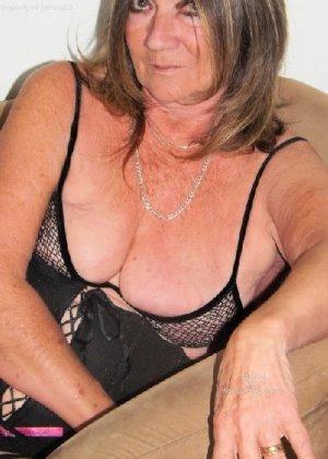 Женщина в возрасте и пышном теле очень хочет секса, поэтому пользуется разными секс-игрушками - фото 26