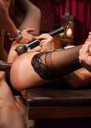 Оуен Грей имеет кучу девчонок для воплощения своих сексуальных желаний - фото 12