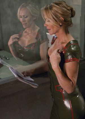 Симона Соней устраивает молодой девушке Дженне Эшли мощную прочистку анального отверстия - фото 8