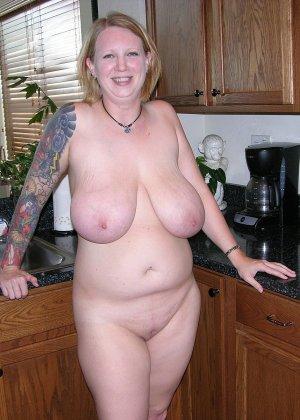 Огромные натуральные  титьки у блонды Касси, а также ее тугой анус между ягодиц только для вас! - фото 6