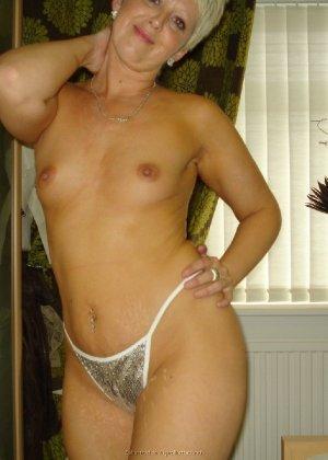 Опытная женщина знает, как привлечь мужчину, тем более ее хорошее тело позволяет хвастаться - фото 16
