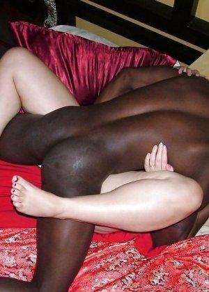 Негры с удовольствием ебут чужих белых женушек, даже при муже - фото 7