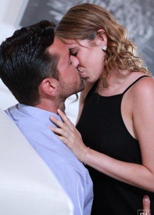 Кинсли Эден совокупляется с нежным мужчиной – красивый секс с прелюдиями  понравится многим - фото 1