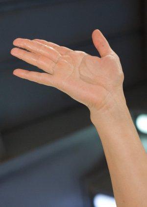 Лиа Лексис подставила свою знойную дырку под секс машину, которая без устали может трахать ее - фото 15