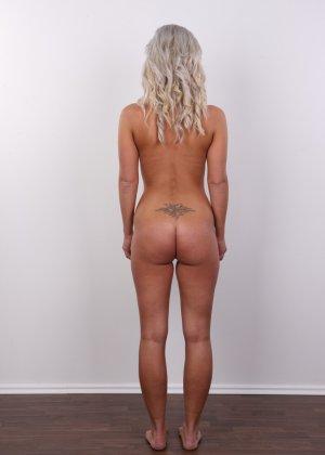 На чешском кастинге сексуальная телка снимает с себя все лишнее и остается обнажена - фото 14
