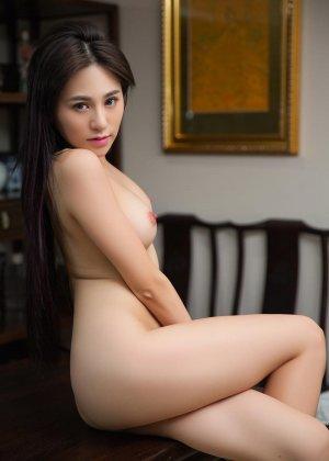Горячая азиатка показывает свою миниатюрную фигурку, обнажая все самые интимные зоны - фото 4