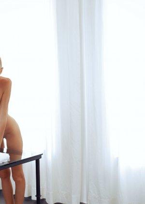 Нэнси приглашает на дом массажиста, а тот доводит ее до невероятного экстаза, поэтому она благодарит минетом - фото 39