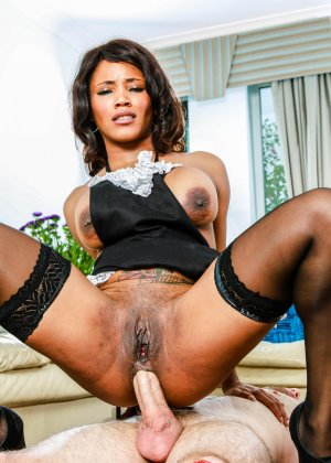 Кики Минай умеет хорошо отсасывать, принимать в пизду и дает обкончать себя густой спермой - фото 11