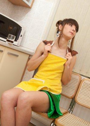 Наташа Китхен так устала готовить, что решила немного развлечься, сняв с себя всю одежду - фото 56