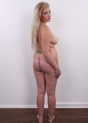 Получить роль в порно эта блонда вряд ли сможет - фото 14