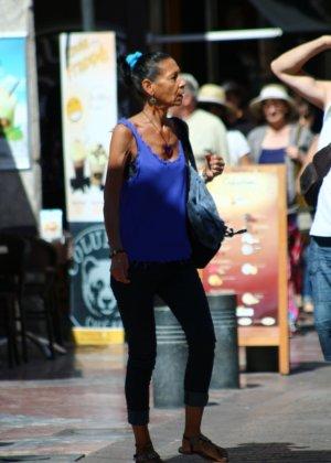 Зрелые женщины показывают, что они следят за модой и знают, как выглядеть эффектно всегда - фото 2