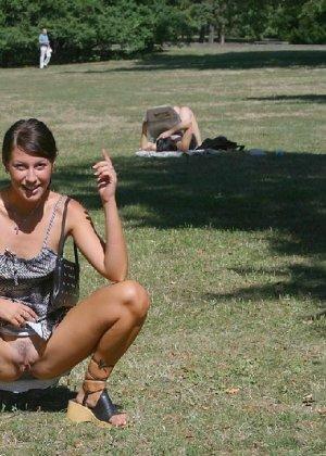 Тина обожает обнажаться на улицах города, в публичных местах, при этом шокируя прохожих своей откровенностью - фото 35