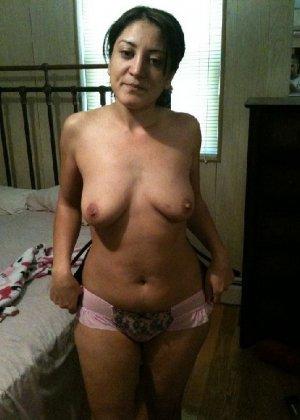 Кавказская женщина забывает о стеснении и показывает свое тело без одежды – для нее это необычно - фото 5