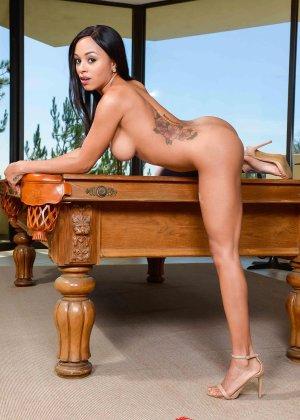 Анна Иви обожает игру в бильярд, особенно с парнем, ведь даже проигрыш обещает хороший трах - фото 5