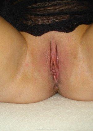 Опытная женщина знает, как привлечь мужчину, тем более ее хорошее тело позволяет хвастаться - фото 22