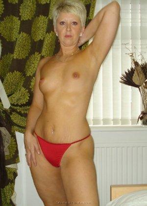 Опытная женщина знает, как привлечь мужчину, тем более ее хорошее тело позволяет хвастаться - фото 6