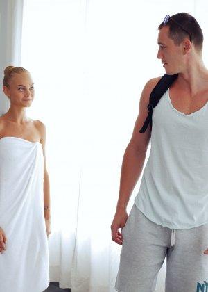 Нэнси приглашает на дом массажиста, а тот доводит ее до невероятного экстаза, поэтому она благодарит минетом - фото 34