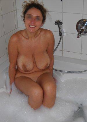 Джионни обладает пышной фигурой, которую она показывает, зайдя под струи горячего душа - фото 6