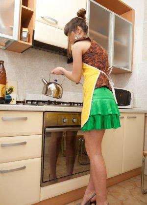 Наташа Китхен так устала готовить, что решила немного развлечься, сняв с себя всю одежду - фото 7