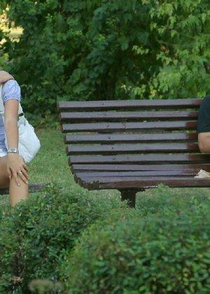 Тина обожает обнажаться на улицах города, в публичных местах, при этом шокируя прохожих своей откровенностью - фото 43