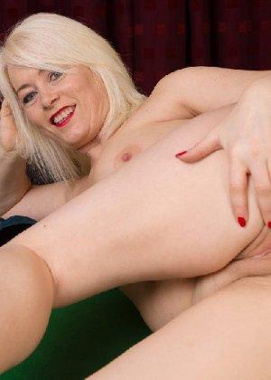Британская развратница в зрелом возрасте Эмбер Джевел хорошо сохранилась и с удовольствием показывает свою фигуру - фото 25