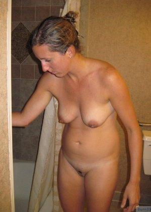 Зрелые парочки занимаются жарким сексом, а молодые девушки тоже очень хотят развлечений - фото 48