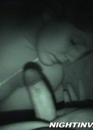 Любитель ночных приключений предпочитает не будить жену для секса - фото 9