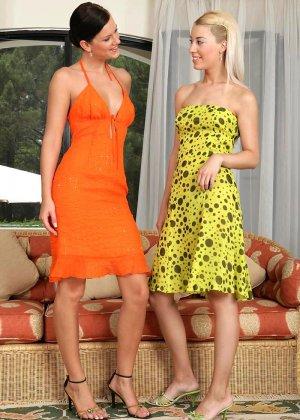 Блондинка и брюнетка увлекаются лесбийскими ласками - фото 1- фото 1- фото 1