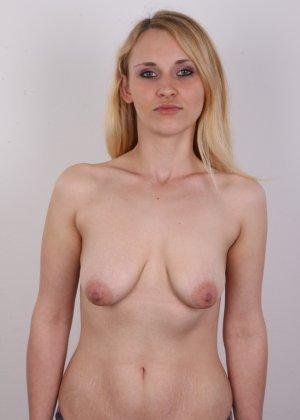 Сиськи добропорядочной женушки немного одрябли, но в целом она еще та штучка! - фото 11