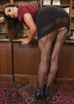 Франческа развлекается со своей подружкой, используя жесткие приемы - фото 1- фото 1- фото 1