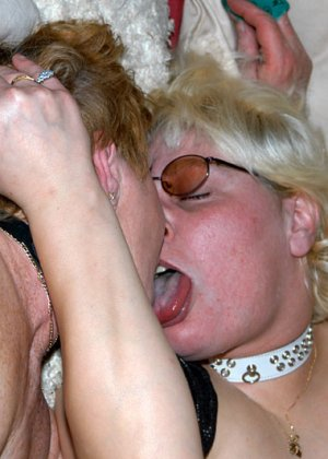 Костюмированная вечеринка для взрослых пар всегда подразумевает под собой шикарную оргию в конце - фото 6