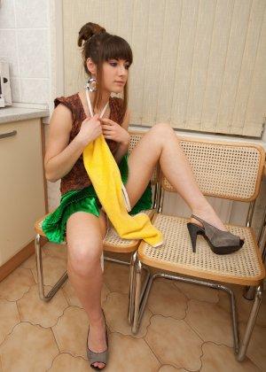 Наташа Китхен так устала готовить, что решила немного развлечься, сняв с себя всю одежду - фото 60
