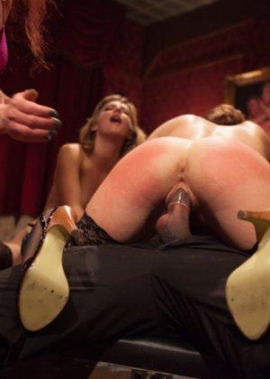Оуен Грей имеет кучу девчонок для воплощения своих сексуальных желаний - фото 14