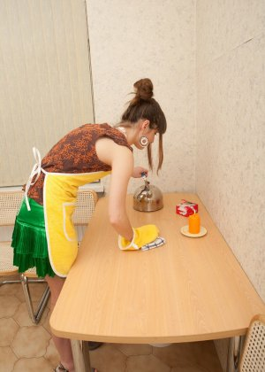Наташа Китхен так устала готовить, что решила немного развлечься, сняв с себя всю одежду - фото 2