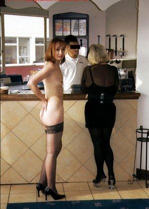 Джанна заходит в кафе в одних чулках, мужчины не могут отвести от нее взгляд и просто тут трахают - фото 1
