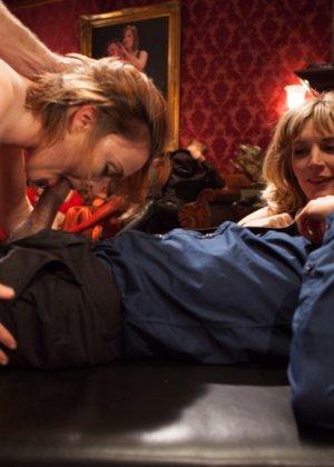 Оуен Грей имеет кучу девчонок для воплощения своих сексуальных желаний - фото 9
